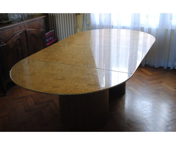 Giovanni Offredi's Saporiti dining table in maple magnifying glass