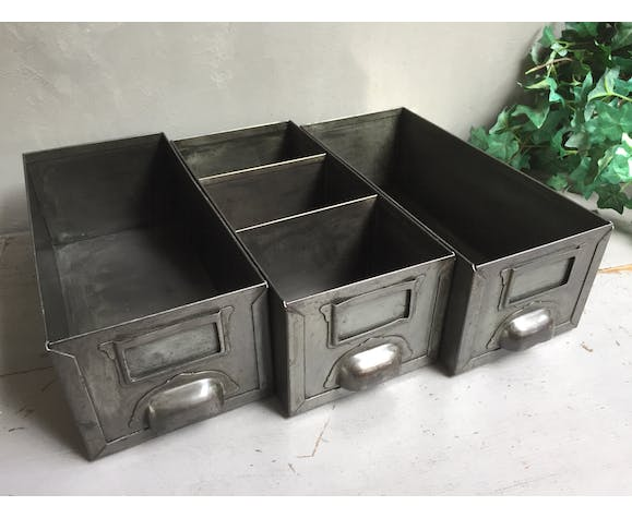 Lot of 3 industrial lockers