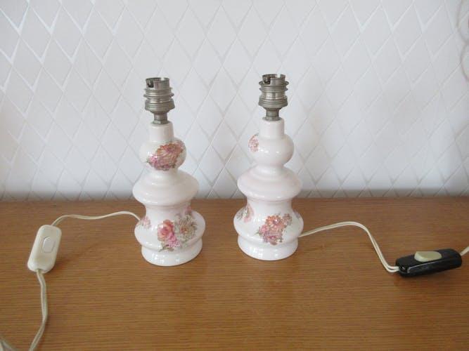 Paire de pieds de chevets en porcelaine motif fleuri