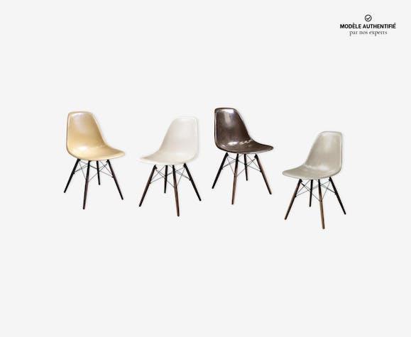 Lot de 4 chaises DSW par Charles & Ray Eames édition Herman