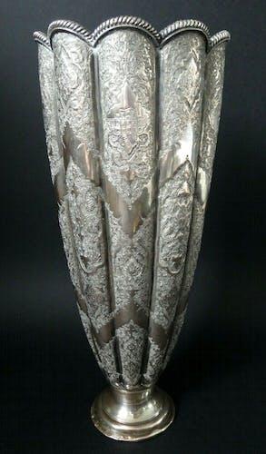 Vase oriental Isfahan argent