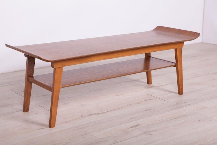 Table basse britannique du milieu du siècle en hêtre et noyer, années 1960