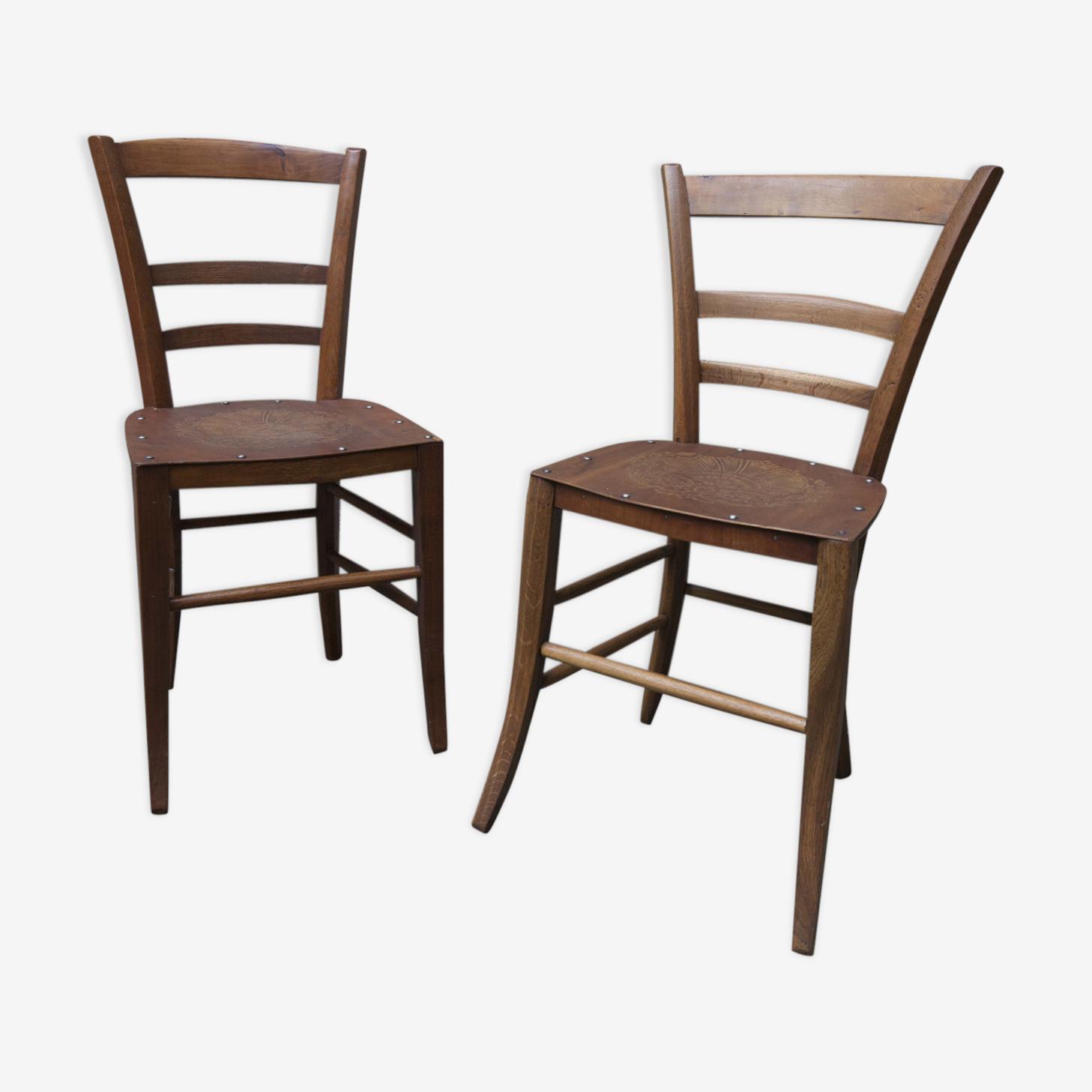 Paire de chaises bois années 20 dessins assise pressé