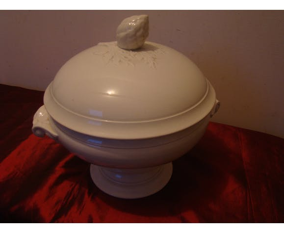 Soup tureen by Digoin Sarreguemines