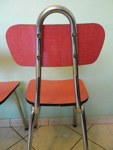 Lot de 2 chaises en formica rouge avec tubulure 1960