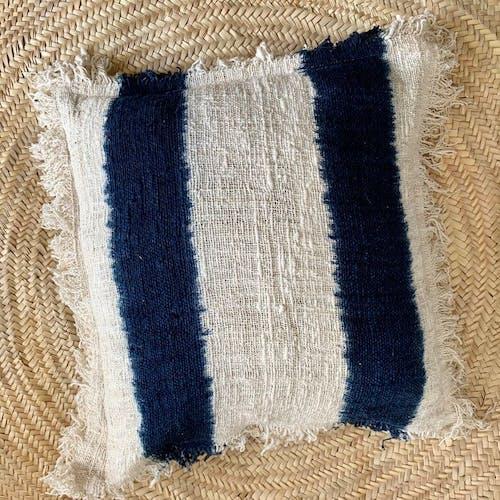 Coussin tye and dye blanc et bleu leona