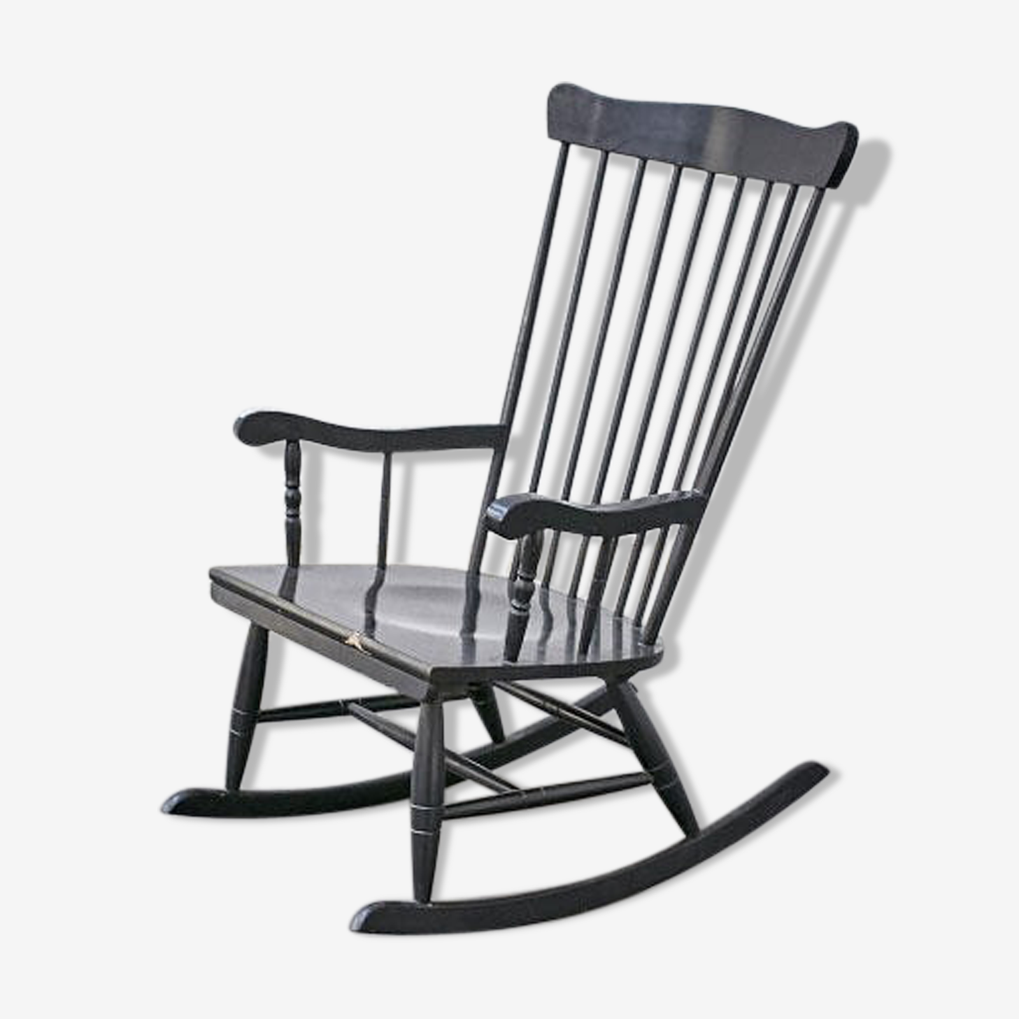 Rocking chair en bois peint