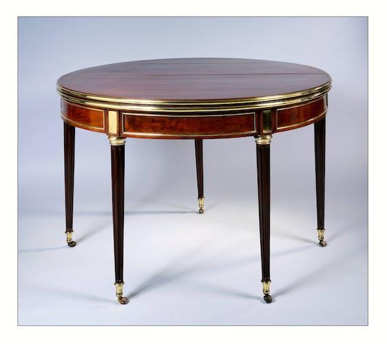 Table demi lune à volets formant table circulaire et table à jeux, époque Louis XVI