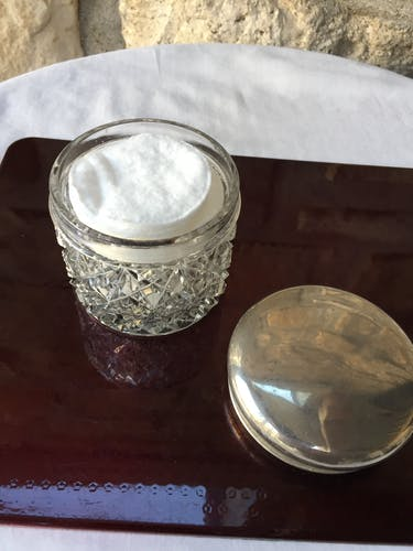 Boîte en verre et métal