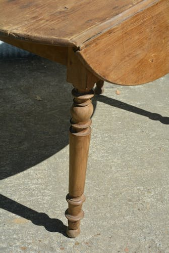 Table ronde ancienne pliable