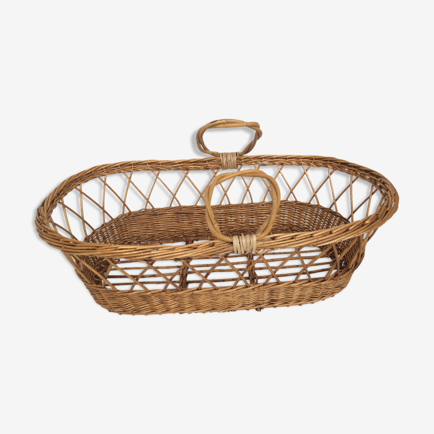 Bassinet in rattan, his mattress, pillow and bed linens