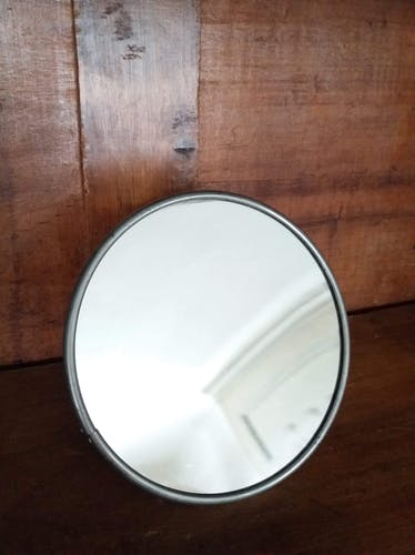 Magnifying barber mirror