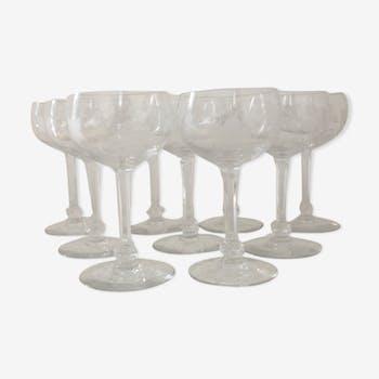 Lot de 9 verres à vin rouge en cristal gravés