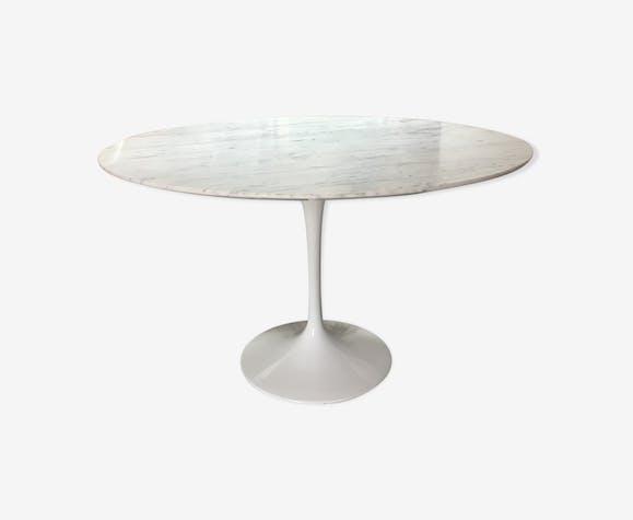 Table ronde de salle a manger a pied tulipe et plateau marbre