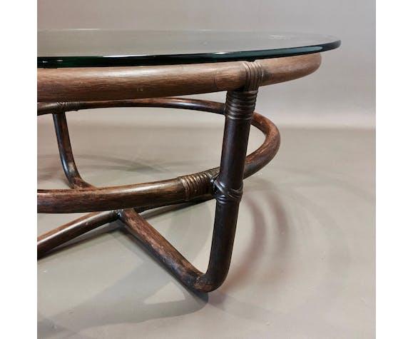 Set de deux tables basses verre et rotin 1960