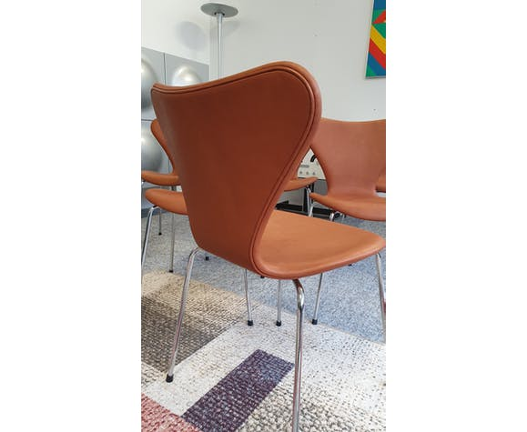 Set of 6 Arne Jacobsen 3107 chairs for Fritz Hansen