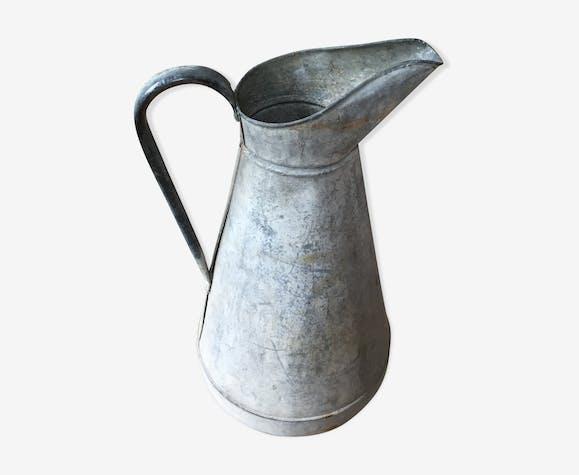 Broc en zinc ancien