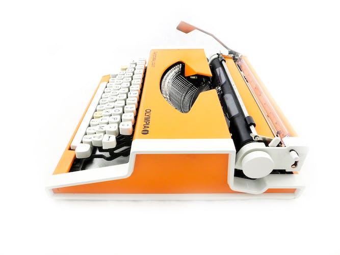 Machine à écrire olympia dactymétal orange