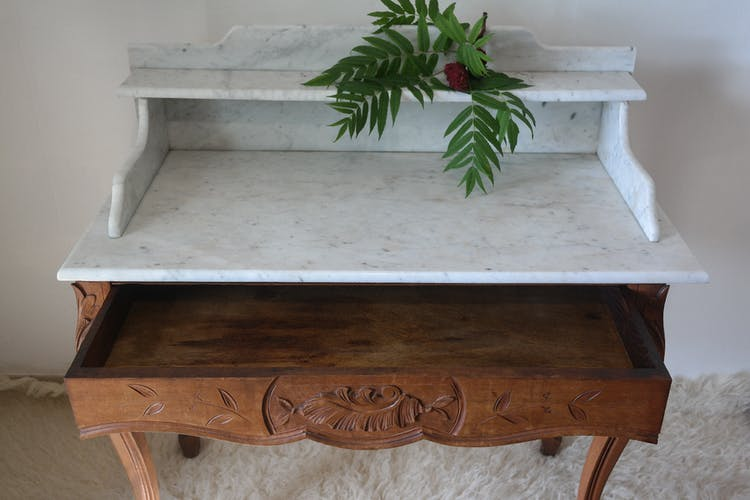 Table de toilette style Louis XV en noyer et marbre