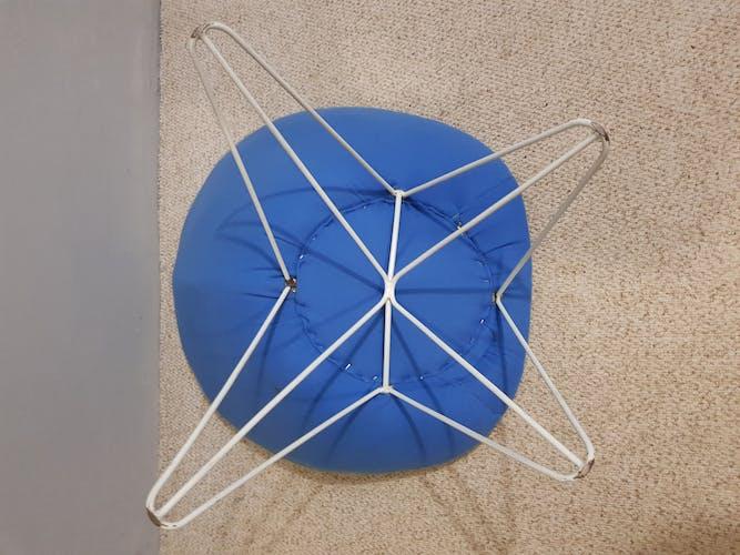 Paire de fauteuils bas bleus italien 1950