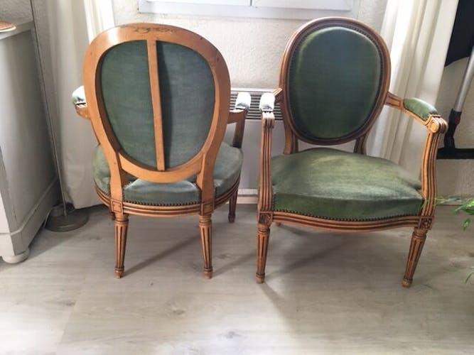 Paire de cabriolets style Louis XVI du XIXe