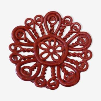 Coupe a fruits en barbotine rouge, ceramique emaillée, ancienne