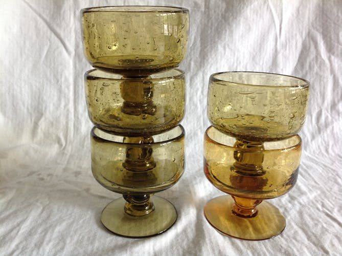 Series of 5 bubbled cups