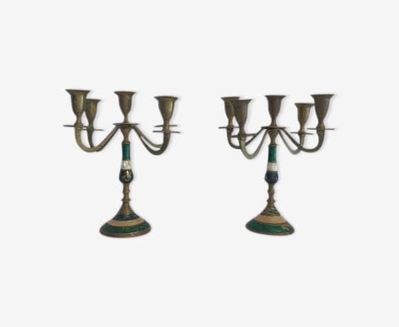 Deux chandeliers en laiton