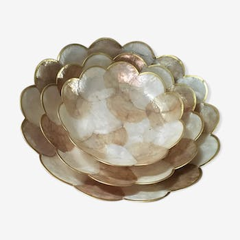 Three round trays in mother-of-pearl.
