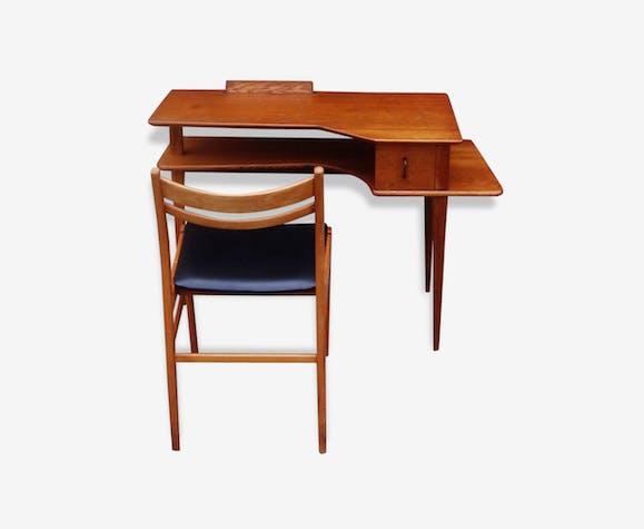 bureau enfant scandinave bois mat riau marron. Black Bedroom Furniture Sets. Home Design Ideas