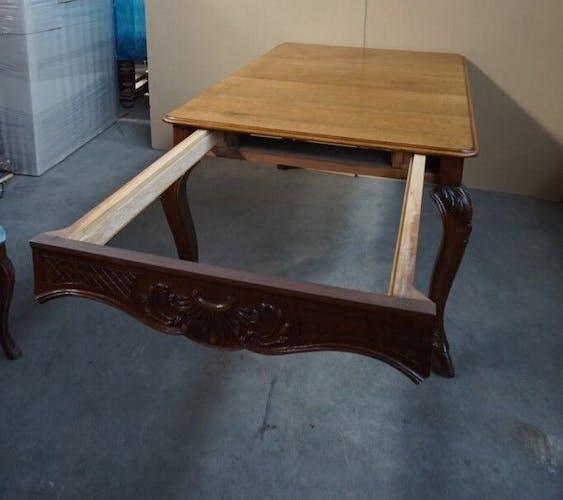 Table dans le style de Louis XV en chêne