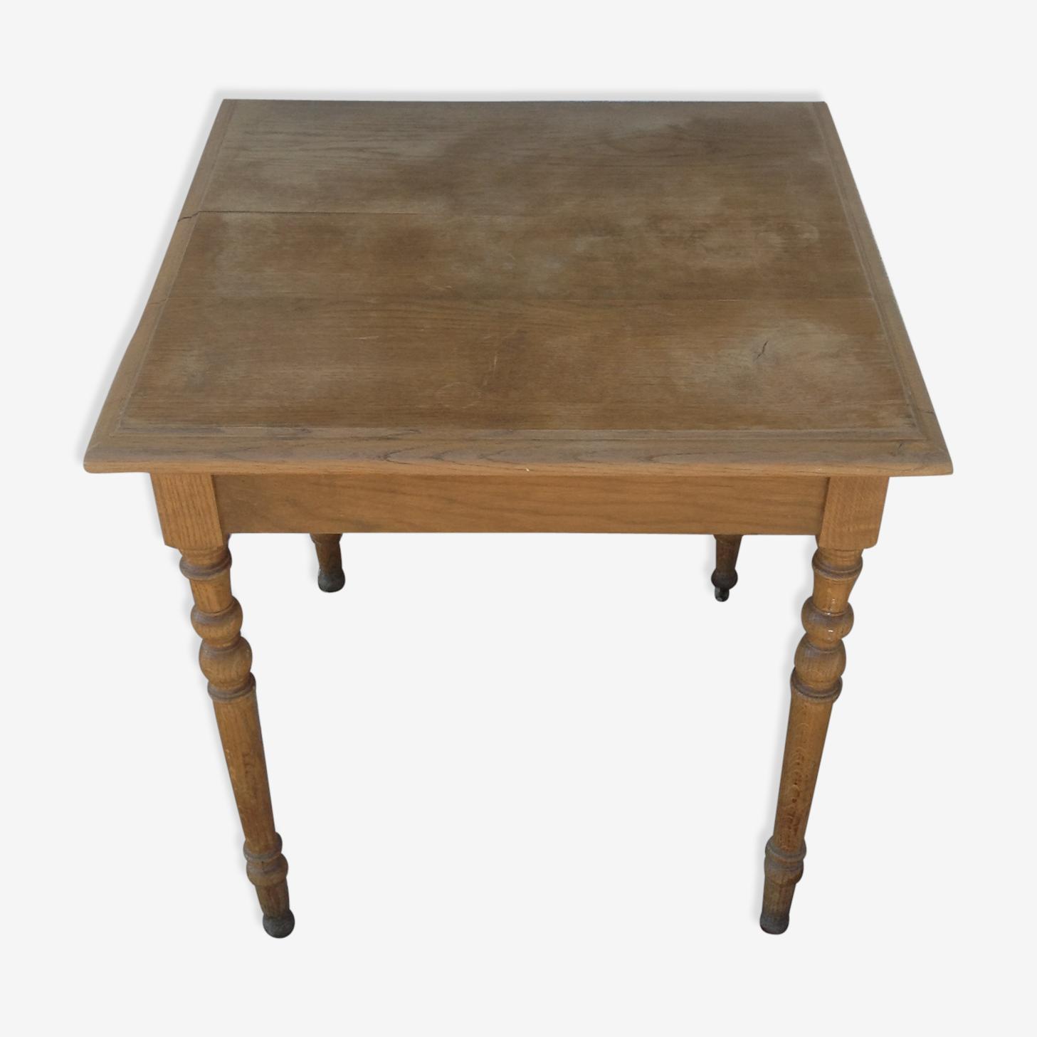 Table carrée en chêne massif