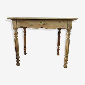 Table in walnut
