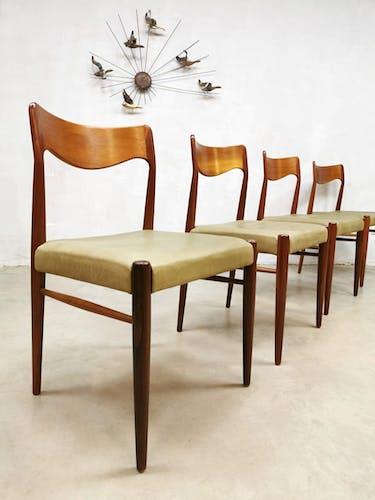 Lot de 4 chaises danoise par Niels O. Møller pour J.L. Møller møbelfabrik
