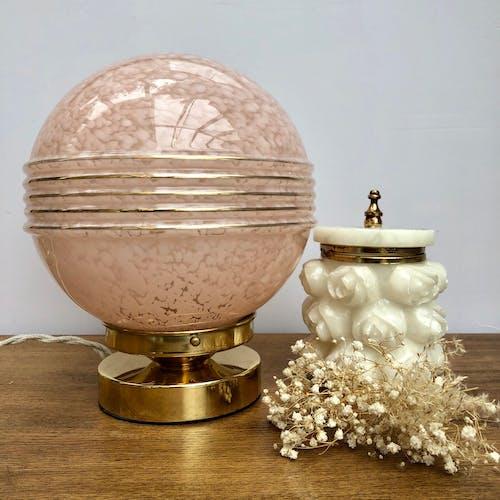 Lampe à poser globe vintage en verre de Clichy rose