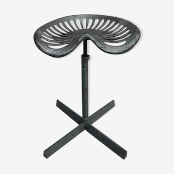 Tabouret en acier industriel avec siège rotatif