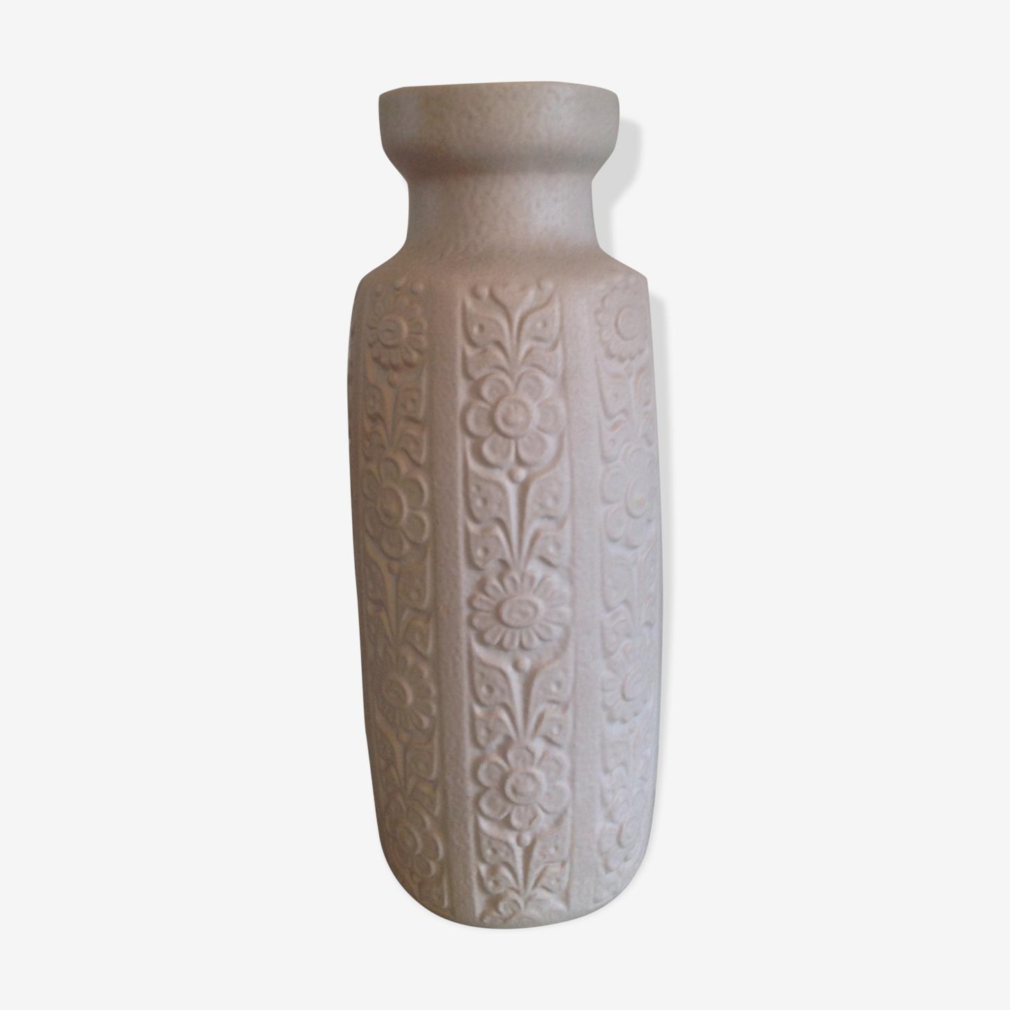 Vase blanc decor fleurs en ceramique   style scandinave