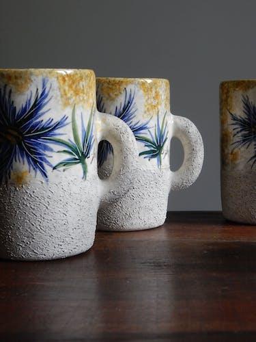 4 mugs en grès signés J. Yell Vallauris France milieu du siècle