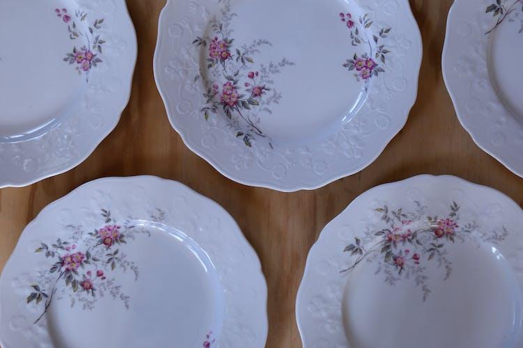 Set de 5 assiettes vintage en porcelaine de Sologne