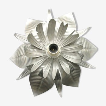 Silver-coloured metal flower shape wall sconce