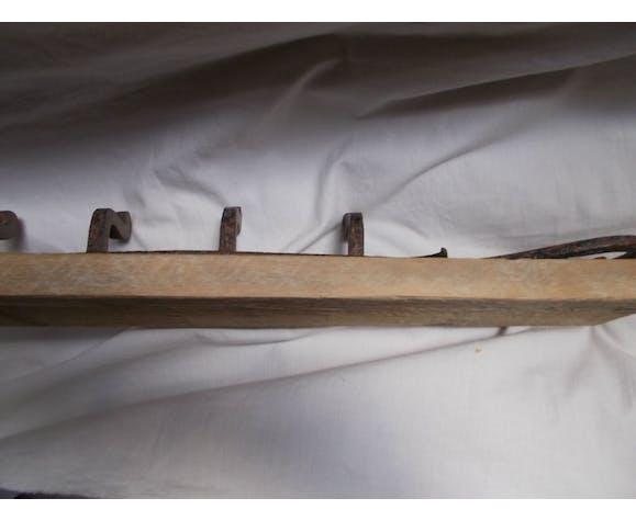 Patère en bois et fer forgé