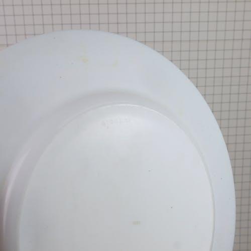 Lot de deux assiettes Esso Arcopal