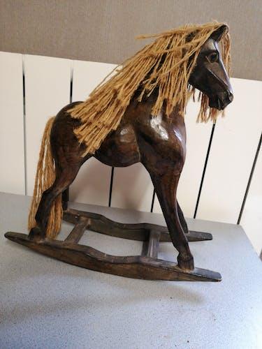 Cheval ancien en bois pour déco