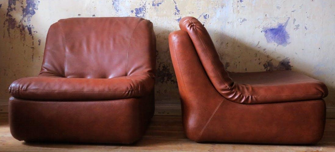 Paire de chauffeuses en cuir du milieu du siècle, 197