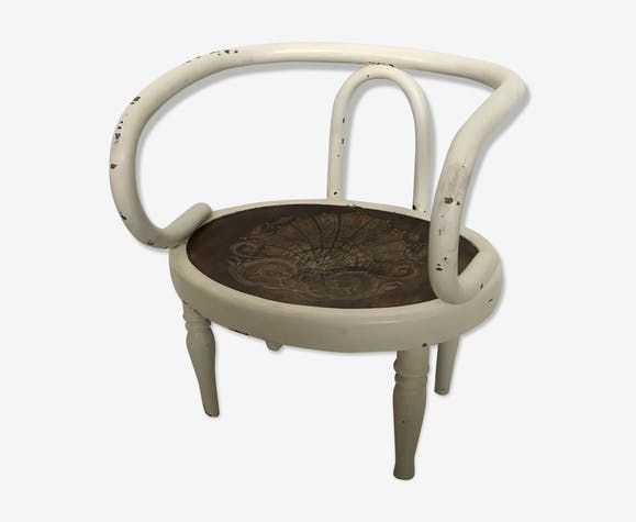 Curved wooden child chair
