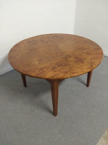 Table ronde XIXème en loupe de frêne