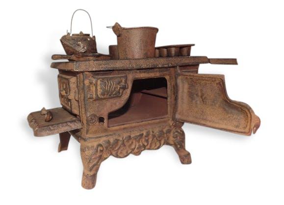 jouet ancien cuisini re fonte m tal vintage 31726. Black Bedroom Furniture Sets. Home Design Ideas