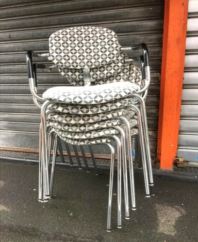 4 chairs and 2 stackable chairs