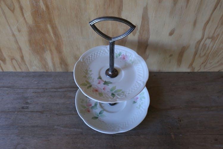 Plat vintage à étages en porcelaine