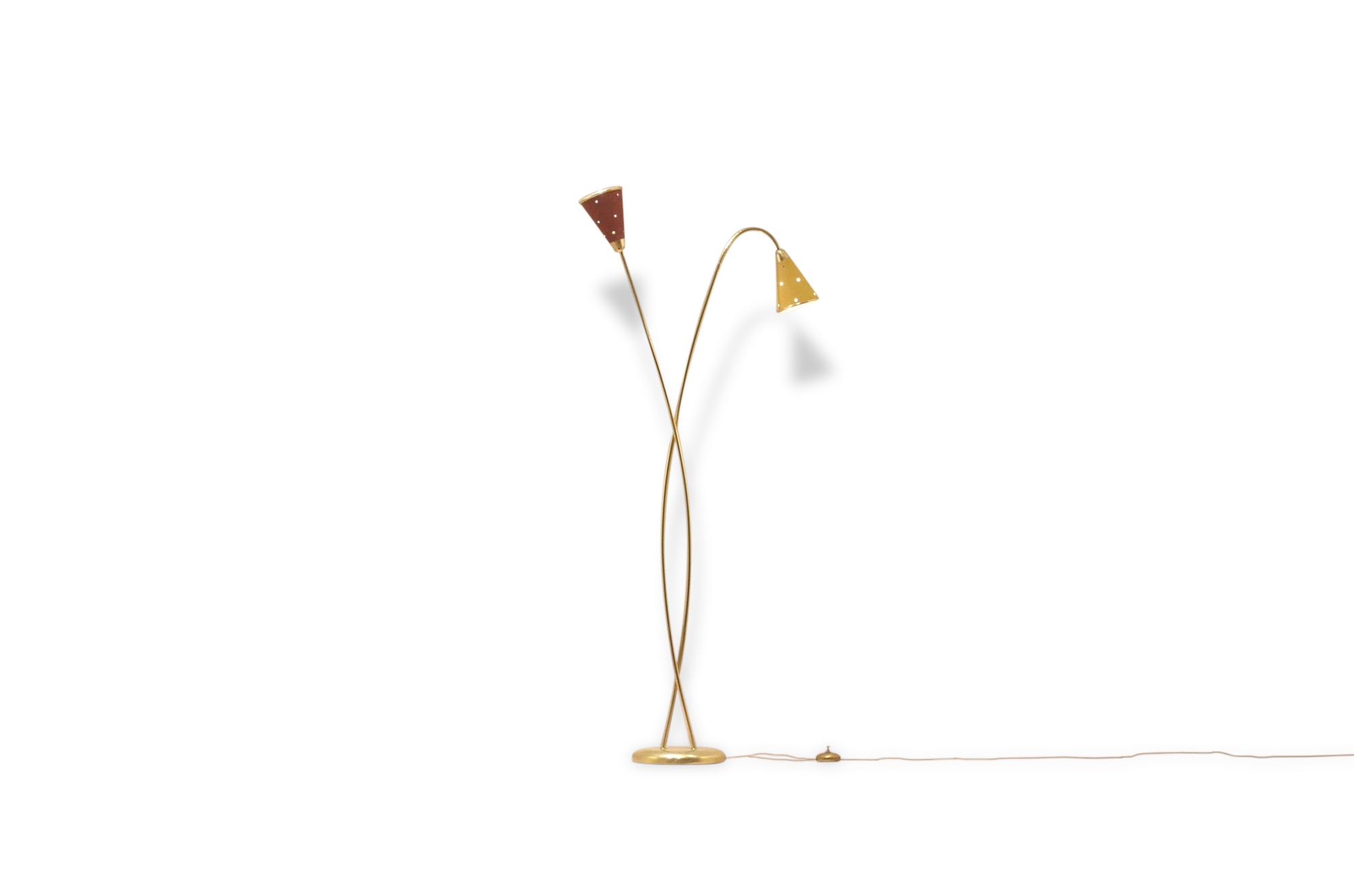 Design français 1950's : Lampadaire par Lunel en laiton et métal peint bicolore